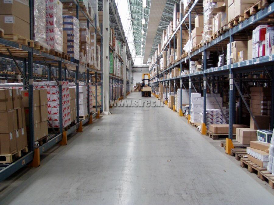 Recupero pavimentazione con massetto in resina epossidica magazzino intensivo