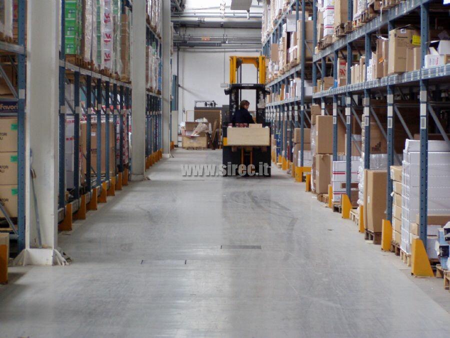 Azienda Logistica pavimentazione in resina epossidica magazzino intensivo