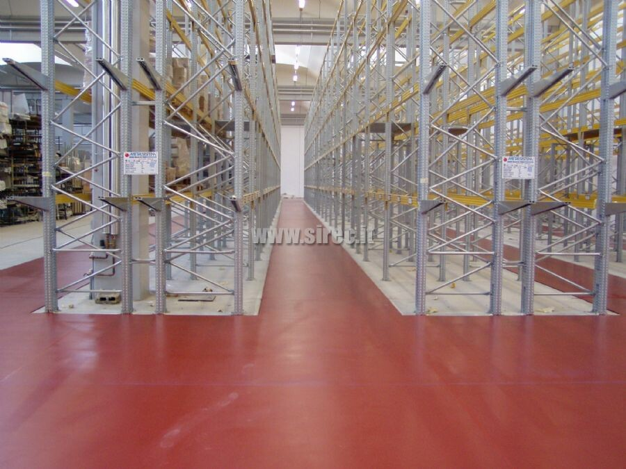 Contolled planarity flooring applyng the DIN 15185 for trilateral forklift