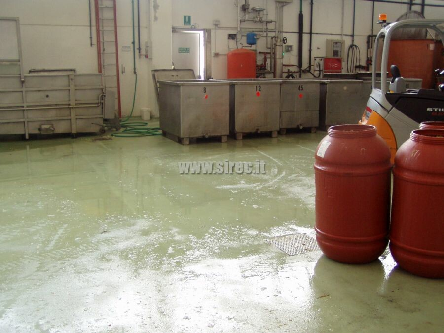 Pavimento in resina epossidica antiscivolo per industria conserviera