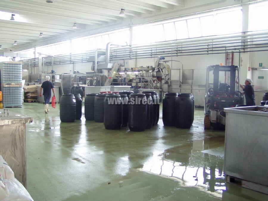 Massetto  spatolato in conformità protocollo HACCP » Pavimenti in resina per l'industria conserviera