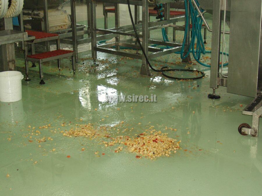 Pavimento in resina con finitura antiscivolo » Pavimenti in resina per l'industria conserviera