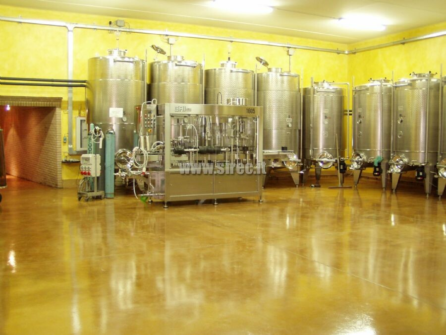 Winery floor with transparent finishing