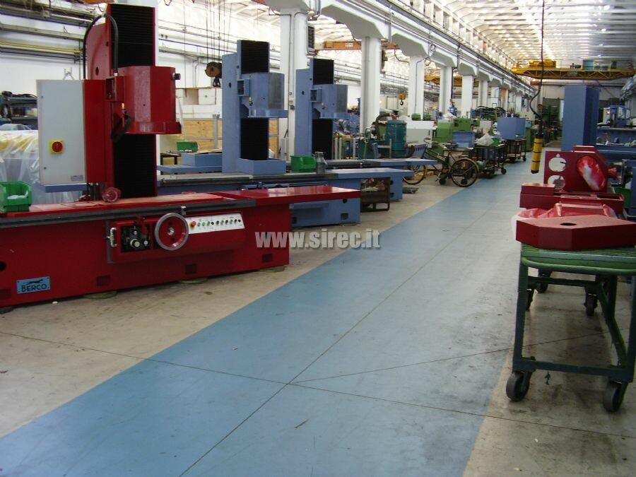 Pavimento con massetto in malta di resina epossidica impermeabile » Recupero pavimentazione in calcestruzzo di azienda metalmeccanica