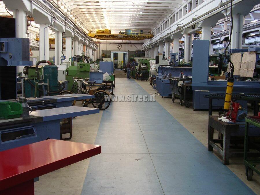 Pavimento in malta di resina epossidica  industria metalmeccanica » Recupero pavimentazione in calcestruzzo di azienda metalmeccanica