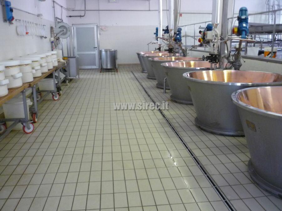 Pavimentazione in klinker sala lavorazione caseificio » Pavimentazioni in klinker industriale