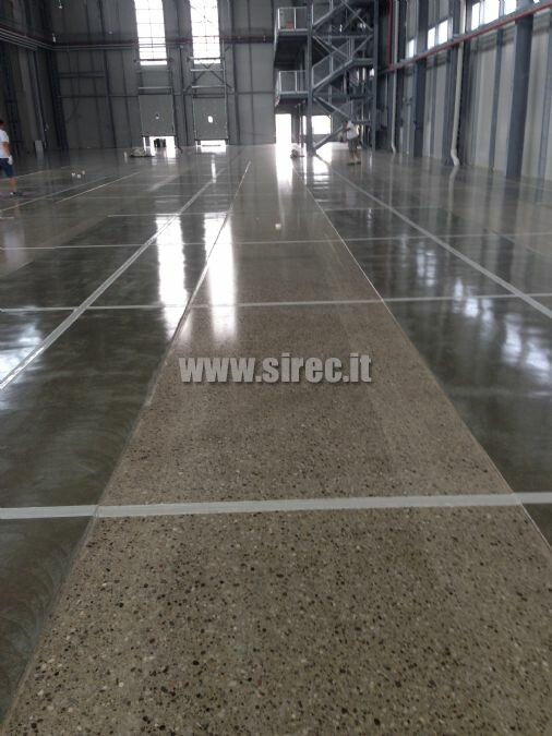 Surface floor respecting the VDMA guidelines
