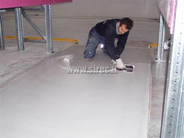 2° rasatura in resina epossidica a saturazione » Rettifica e correzione planarità pavimentazione di magazzino intensivo