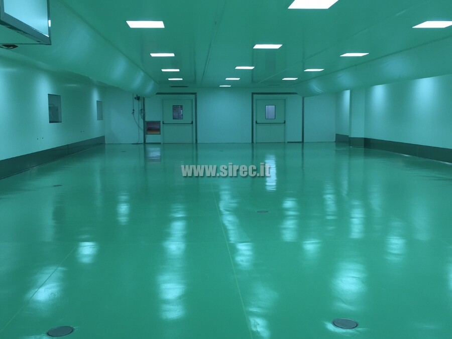 "EPOXIBETON floor with ""mirror"" finish"