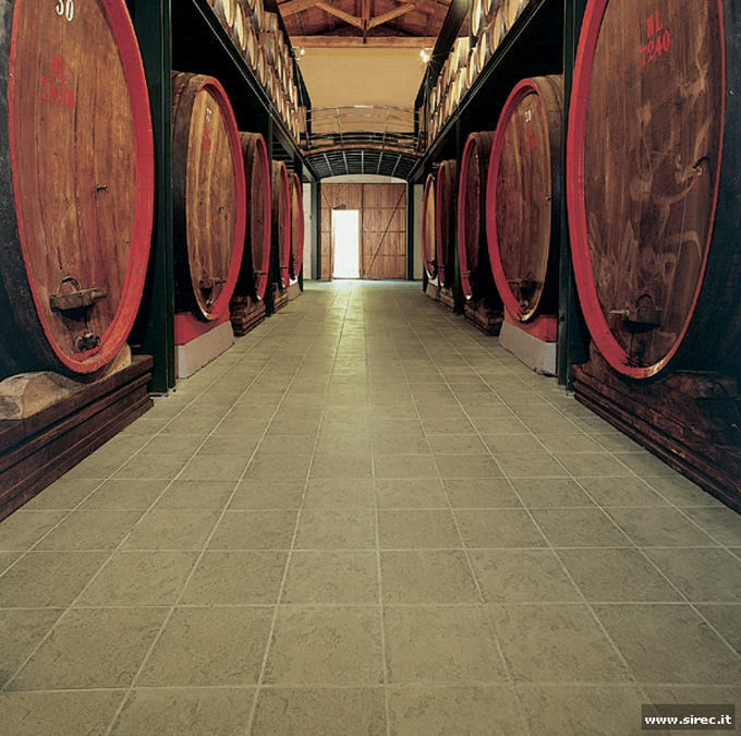 Klinker flooring in wine cellar